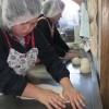 オルモさんからお祝いのケーキ(11/27は宮本の誕生日)もいただき、今日はさっそくみんなでパンづくりをやっています。