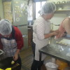 今日も活動やっています。福島県沖での地震と津波の被害がないことをみんなで祈りながら、一生懸命パンを作ってます。