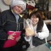 コウキさんとユウコさんの同級生が訪ねてきてくれ、食パンを買って下さいました。ユウコさんは得意の鳥のイラストをプレゼントし、楽しいひとときを過ごしました。