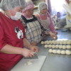パンづくりの途中でかわいい訪問客もありました。お客様から烏骨鶏の卵をいただきました。ありがとうございました。