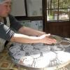 ご注文を受けている卒業お祝い菓子のケーキづくりをしました。