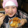 水田に映った〝逆さ夢屋〟も見れます。ビニールハウス内の畑仕事もしました。ユウコさんは、トンカツを食べて大満足です。