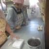 コウキさんも髪を切ってスッキリなりました。パン配達の途中で仲町通の阿蘇薬草園さんのお店で一息つきました。