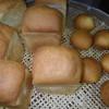 パンもしっかり焼けてくれました。カスタードクリームもつくってます。