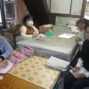 朝日新聞の後藤記者が訪ねてこられました。ユウコさんのイラスト描きも順調です。