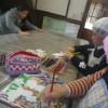 パンづくりなど活動をみんなでやっています。来年の干支の戌のイラスト描きも順調です。