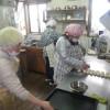 今日も雪ですが、みんなでパン作りや活動をやってます。
