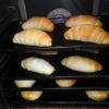 パンもこんがり焼き上がっています。その間に自分たちで昼食づくりです。