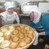 パン作りや昼食づくりも順調です。