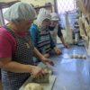 今日も皆でパン作りなど、色々な活動しています。