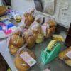 パン作りも皆で協力してやっています。コウキさんも元気です。